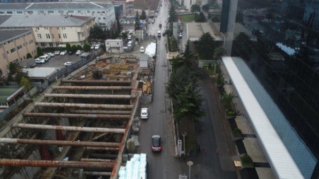 4 yıldır bitirilemeyen Metro inşaatı trafiği kilitliyor