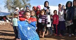 Gurbetçiler Suriyeli çocukların yüzünü güldürdü