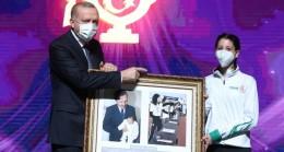 18 yıl sonra Cumhurbaşkanı Erdoğan'ın karşısına Milli Sporcu olarak çıktı