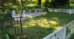 Annesinin mezarını yerinde bulamayınca şok oldu