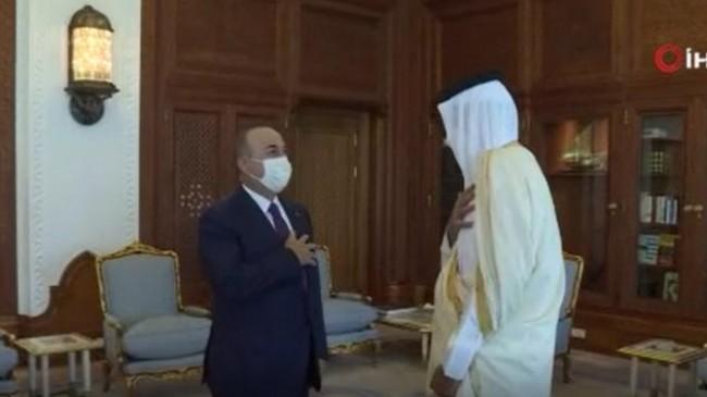 Bakan Çavuşoğlu, Katar emiri Hamad Al-Thani ile görüştü