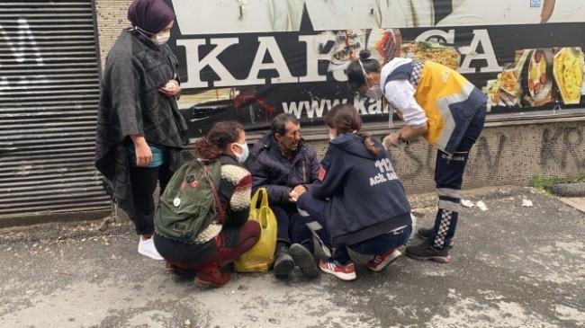 Beyoğlu'nda darp dehşeti: Yaşlı adamı sokak ortasında dövüp kaçtı