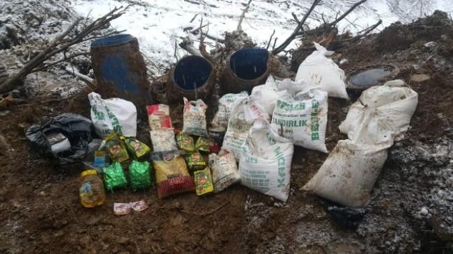 Bitlis'te teröristlere ait sığınak içerisinde yaşam malzemesi ele geçirildi