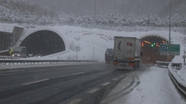 Bolu Dağı'nda kar yağışı etkisini artırdı!