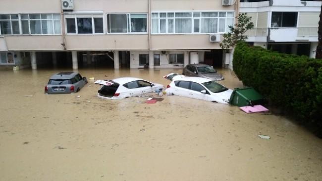 Çevre ve Şehircilik Bakanı Kurum'dan İzmir'deki sel ile ilgili açıklama