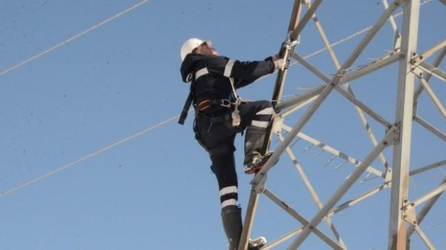 Elektrik arıza ekiplerinin zorlu mücadelesi