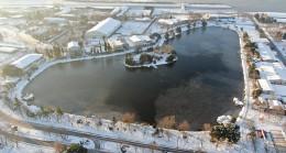 Hava sıcaklığı -4 dereceye düşünce göl buz tuttu