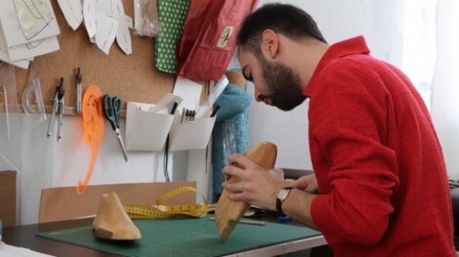 İstediği ayakkabıyı internette bulamayınca kendi ayakkabısını yapmaya başladı, şimdi Türkiye'ye satıyor