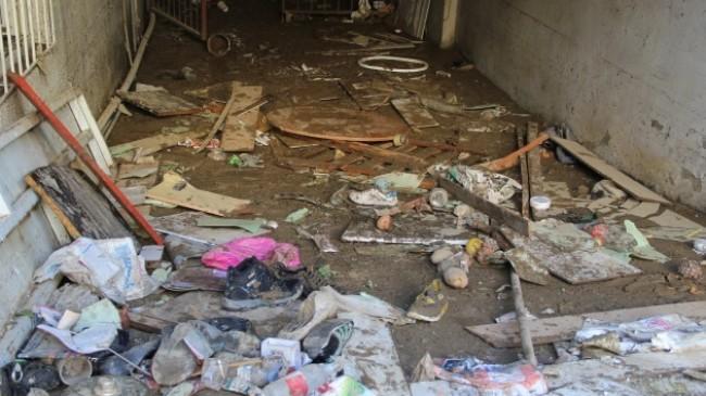 İzmir'de selin izleri temizlenmeye çalışılıyor