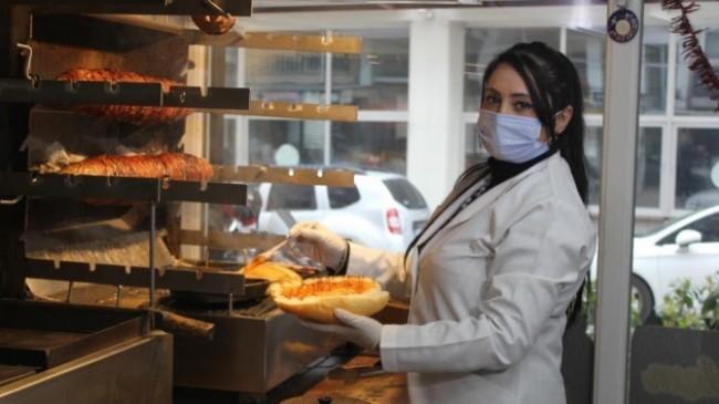 İzmir'in kadın kokoreççisi Mehtap Usta