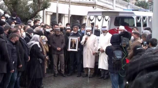 Kadir Topbaş için Beyoğlu Belediyesi önünde tören düzenlendi