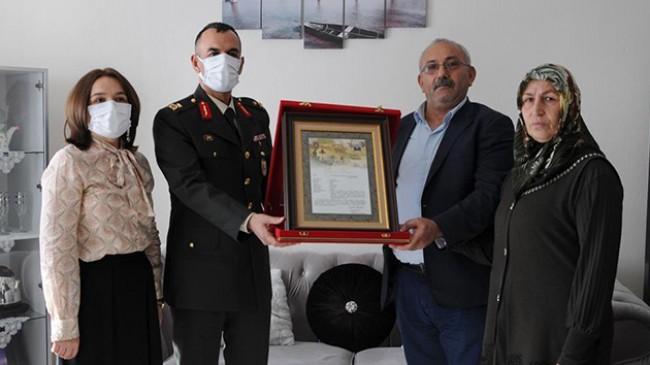 """Kahraman Mehmetçiğin ailesine """"Şehadet Belgesi"""""""