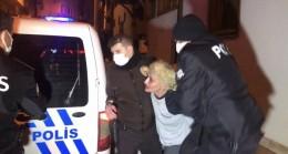 Kısıtlamayı delen genç kadın, polise kimlik vermemek için böyle direndi
