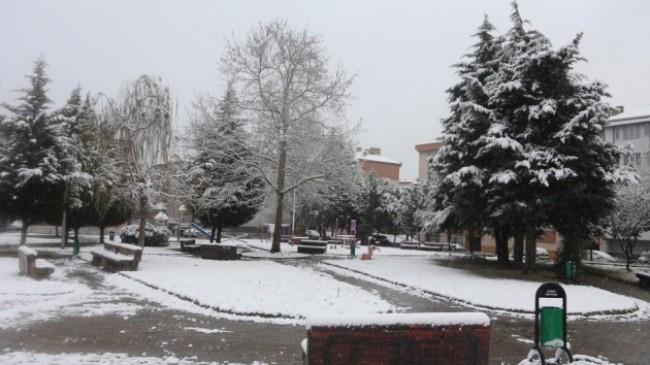 Kocaeli'de kar yağışı etkili oluyor