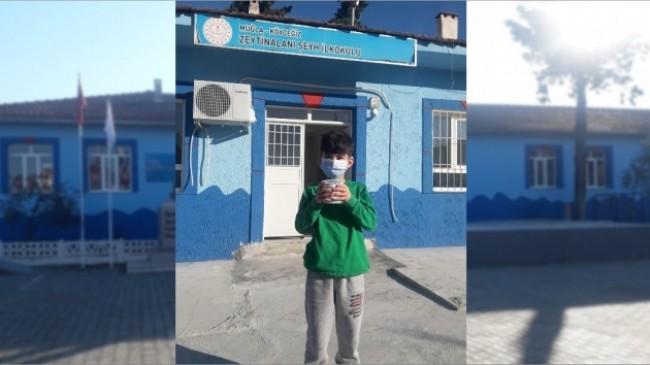 Küçük çocuk harçlıklarını okulunun tadilatı için bağışladı
