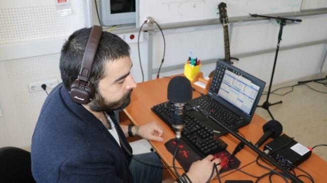 Öğretmenler kurdukları radyo ile ders veriyor
