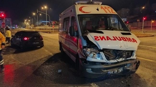 Suriye uyruklu kadın kaza yapan ambulansta doğum yaptı