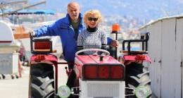 Alman çift, 1976 model traktöre aldığı fiyattan fazla masraf ederek hayalini gerçekleştirdi