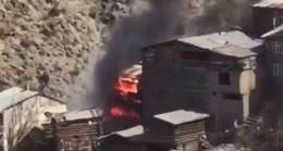 Artvin'de 60 evin küle döndüğü yangının ilk görüntüleri ortaya çıktı