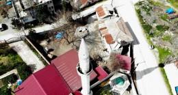 Cami minaresindeki yuva 40 yıldır leyleklere ev sahipliği yapıyor
