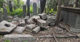 Eyüp Sultan Mezarlığı'nda defineci talanı