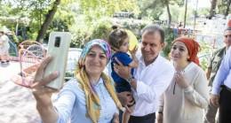 Başkan Seçer, Tarsus'ta Vatandaşlarla Buluşup Bayramlarını Kutladı