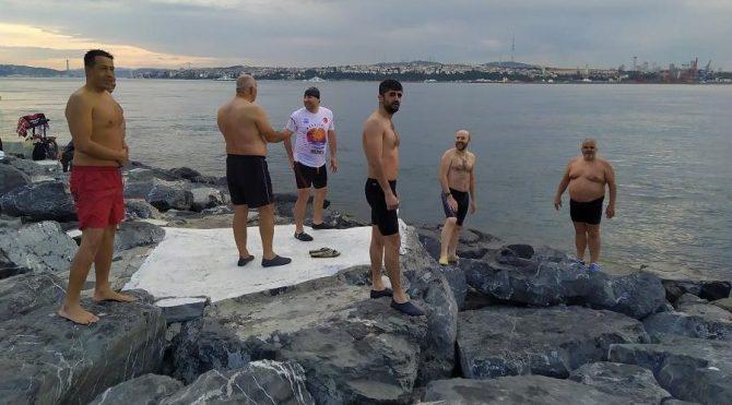 Sabahın ilk ışıklarında çekildi! Kısıtlama kalkınca denize akın ettiler!