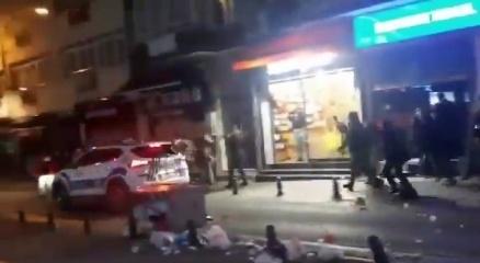 Kadıköyde polis araçlarına böyle saldırdılar