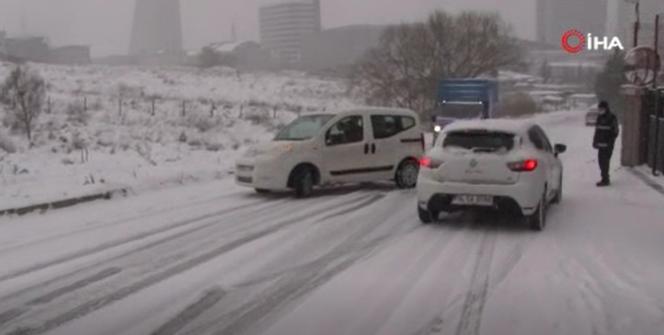 Esenyurtta sürücülerin kar yağışı imtihanı