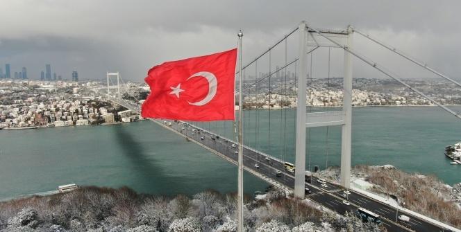 Fatih Sultan Mehmet Köprüsünde kar manzarası